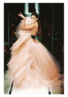 JPG-Ze-Parisienne-French-Cancan-gown-haute-couture-spring_summer-2002-fashiondailymag-selects