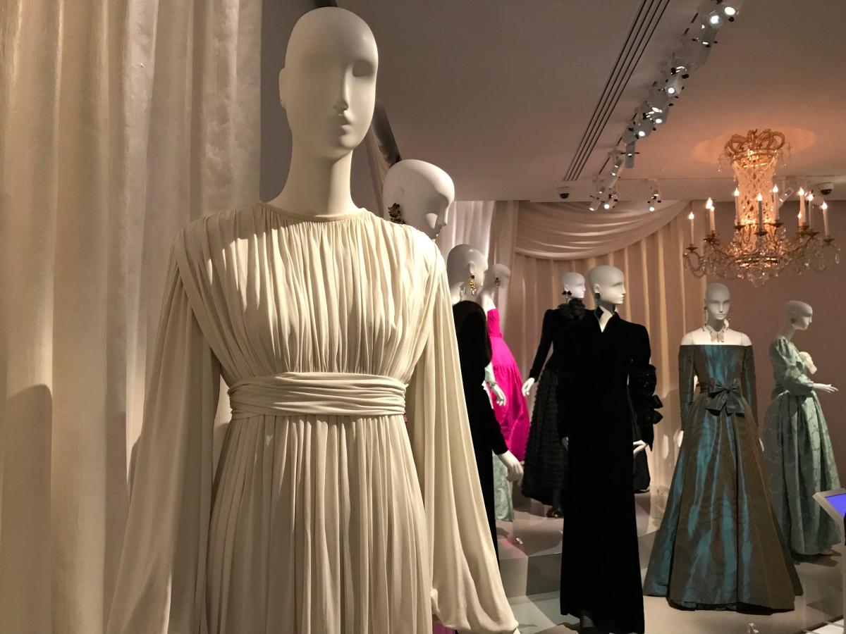 (Expo) 40 nouveaux modèles avec leurs accessoires exposés au Musée Yves Saint Laurent !
